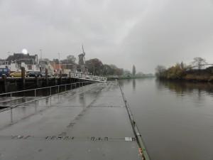 Een permanente uitvoering van zo'n drijvende steiger is misschien wel iets om Gouda ~sterker~ aan de IJssel te maken.
